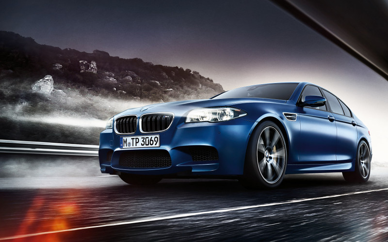 Bmw_m5_sedan_wallpaper_1920x1200_01